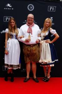 Anina W Models und Gast bei der Dirndl-Modenschau von Anina W Couture München Dubai im P1 München