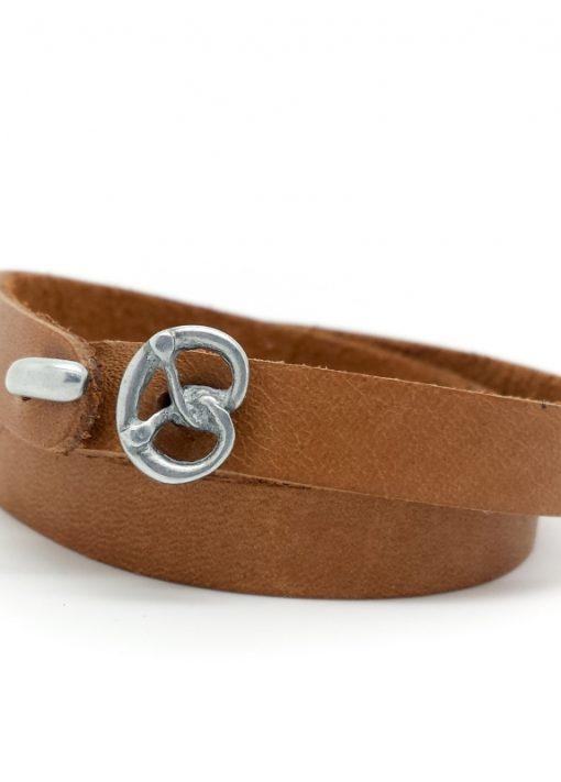 Das etwas andere Wies´n Armband aus weichem, anschmiegsamem Kalbsleder in der Classic-Farbe Cognac.