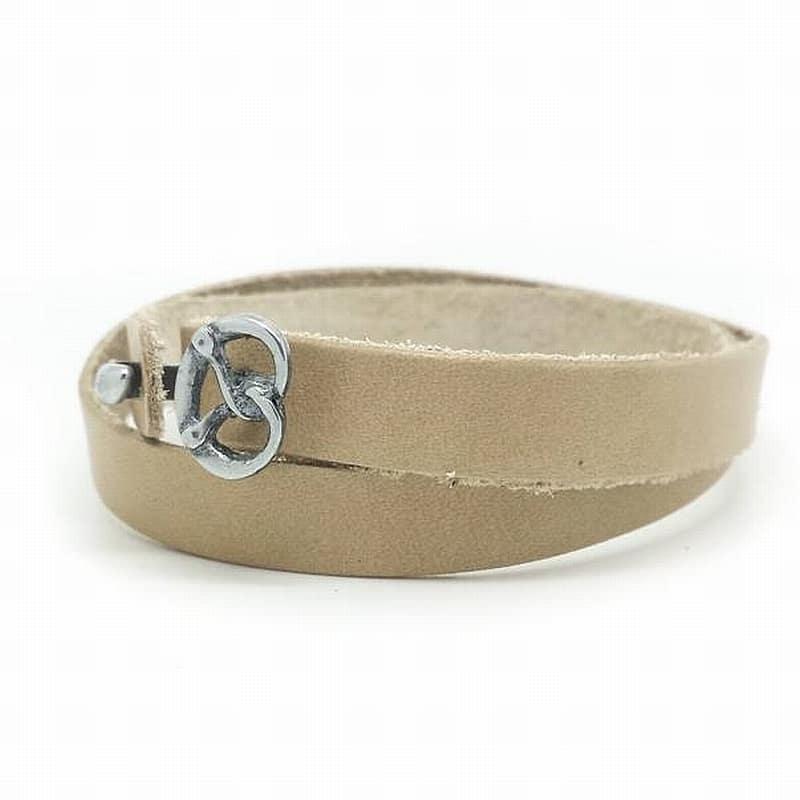 Das etwas andere Wies´n Armband aus weichem, anschmiegsamem Kalbsleder in der Classic-Farbe Creme.
