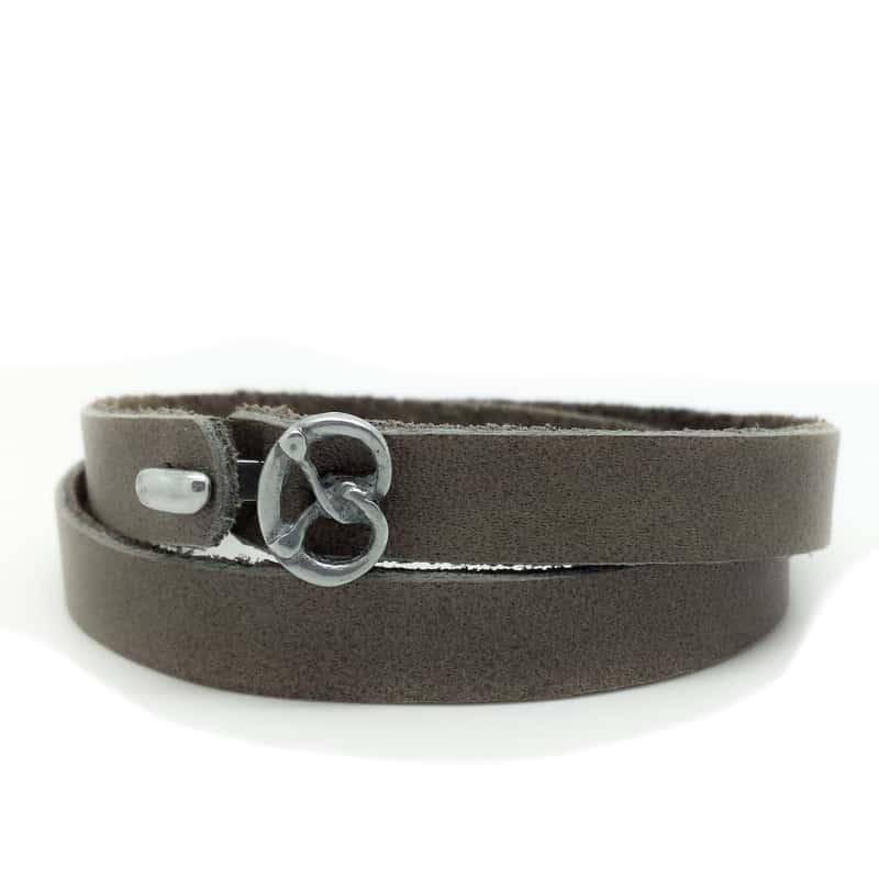 Das etwas andere Wies´n Armband aus weichem, anschmiegsamem Kalbsleder in der Classic-Farbe Taupe.