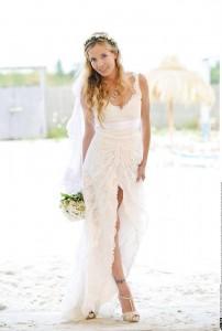 Moderatorin Georgia Schultze in einem Brautkleid aus Spitze von Anina W