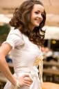 Anina W Hochzeitsdirndl aus weissem Sari mit Gold