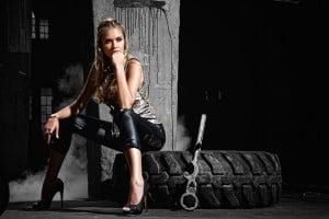 Fashion-Bloggerin Nina Süß in Anina W und High Heels von Humanic
