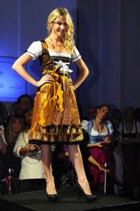 dirndl-couture-sari-spitze-gold-mit-schwarz